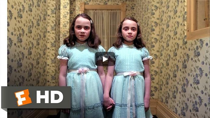 Сияние (1980) — исследуя отель, Дэнни встречает призраки убитых близнецов Грэйди — смотреть онлайн